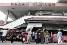 pasar klewer grosir sandang batik, grosir jilbab juga ada